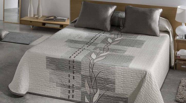 Colcha Pique Reversible Modelo Zen (Disponible en (Gris y Fucsia) Medidas y precios disponibles para camas de: 135cm (89€) 150cm (93€) 180cm (99€)