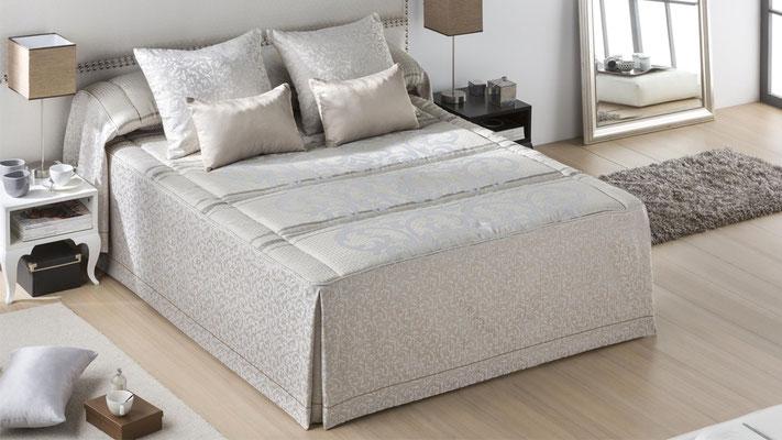 Colcha Edredon Modelo AGATHA (Disponible en Oro y Plata) Tambien en Bouti y Funda Nordica. Medidas y precios disponibles para camas de: 135cm (145€) 150cm (149€) 180cm (159€)