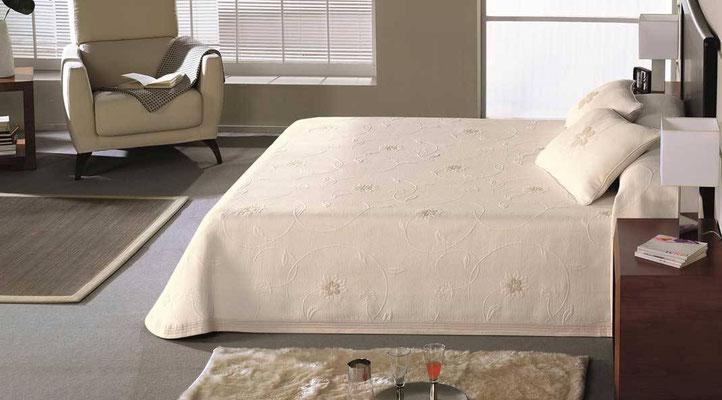 Colcha Pique Modelo Carla (Disponible en (Color Unico) Medidas y precios disponibles para camas de: 90cm (81€) 105cm (89€) 135cm (99€) 150cm (105€) 180cm (112€)