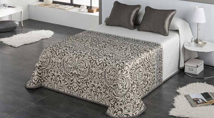 Colcha Pique Modelo Regina (Disponible en (Beig, Plata y Fucsia) Medidas y precios disponibles para camas de: 90cm (95€) 105cm (96€) 135cm (97€) 150cm (98€) 180cm (99€)