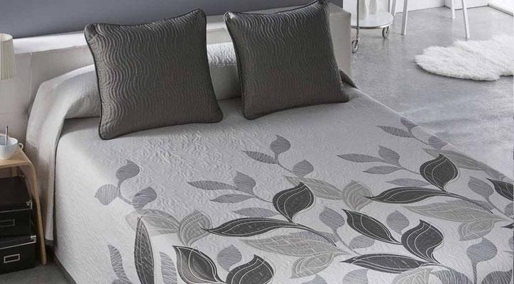 Colcha Pique Reversible Modelo Palmira (Disponible en (Gris, Azul y Fucsia) Medidas y precios disponibles para camas de: 90cm (95€) 105cm (96€) 135cm (97€) 150cm (98€) 180cm (99€)