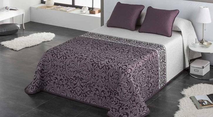 Colcha Pique Modelo Regina (Disponible en (Fucsia, Plata y Beig) Medidas y precios disponibles para camas de: 90cm (95€) 105cm (96€) 135cm (97€) 150cm (98€) 180cm (99€)