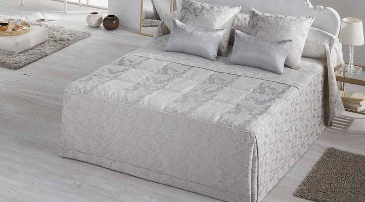 Colcha Edredon Jacquard Modelo Stella (Disponible en Plata y Oro) Tambien en Funda Nordica y Bouti. Medidas y precios disponibles para camas de: 90cm (109€) 105cm (114€) 135cm (145€) 150cm (149€) 180cm (157€)
