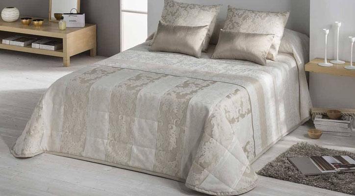 Bouti Jacquard Modelo Stella (Disponible en Oro y Plata) Tambien en Funda Nordica y Colcha Edredon. Medidas y precios disponibles para camas de: 90cm (127€) 105cm (128€) 135cm (129€) 150cm (130€) 180cm (139€)