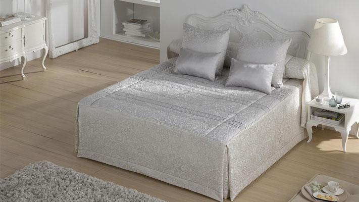 Colcha Edredon Jacquard Modelo IVANNA (Disponible en Plata y Oro) Tambien en Bouti y Funda Nordica. Medidas y precios disponibles para camas de: 90cm (110€) 105cm (115€) 135cm (145€) 150cm (152€) 180cm (159€)