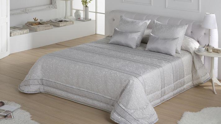 Bouti Jacquard Modelo IVANNA (Plata y Oro) Tambien en Funda Nordica y Colcha Edredon. Medidas y precios disponibles para camas de: 90cm (129€) 105cm (130€) 135cm (136€) 150cm (139€) 180cm (145€)