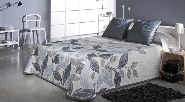 Colcha Pique Reversible Modelo Palmira (Disponible en (Azul, Fucsia y Beig) Medidas y precios disponibles para camas de: 90cm (95€) 105cm (96€) 135cm (97€) 150cm (98€) 180cm (99€)