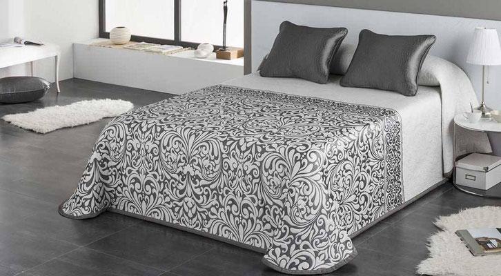 Colcha Pique Modelo Regina (Disponible en (Plata, Fucsia y Beig) Medidas y precios disponibles para camas de: 90cm (95€) 105cm (96€) 135cm (97€) 150cm (98€) 180cm (99€)