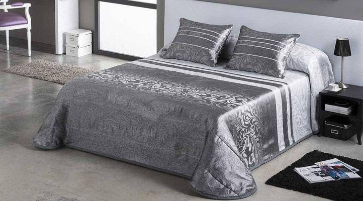 Bouti Jacquard Modelo PAOLA (Disponible en Plata, Azul y Malva) Tambien en Funda Nordica. Medidas y precios disponibles para camas de: 90cm (129€) 105cm (130€) 135cm (136€) 150cm (139€) 180cm (145€)