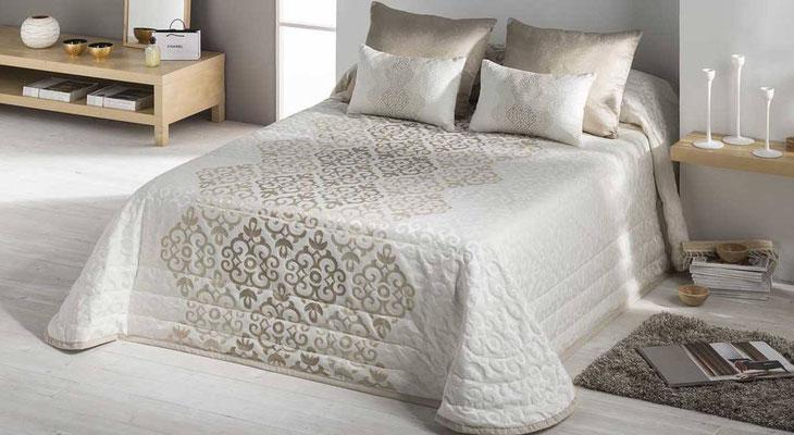Bouti Jacquard Modelo Bellini (Disponible en Oro y Plata) Tambien en Funda Nordica y Colcha Edredon. Medidas y precios disponibles para camas de: 90cm (127€) 105cm (128€) 135cm (129€) 150cm (130€) 180cm (139€)