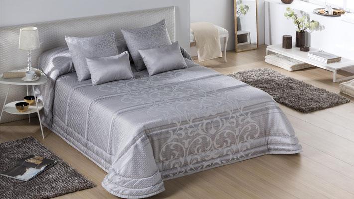 Bouti Modelo AGATHA (Disponible en Plata y Oro) Tambien en Colcha Edredon y Funda Nordica. Medidas y precios disponibles para camas de: 135cm (129€) 150cm (135€) 180cm (149€)