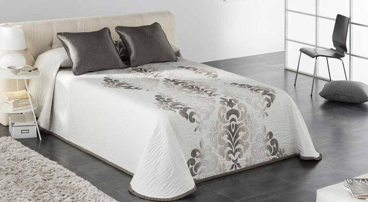 Colcha Pique Reversible Modelo Palace (Disponible en (Beig, Fucsia y Plata) Medidas y precios disponibles para camas de: 135cm (89€) 150cm (93€) 180cm (99€)