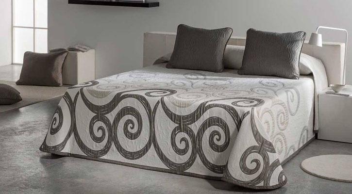 Colcha Pique Reversible Modelo Talia (Disponible en (Beig, Azul y Fucsia) Medidas y precios disponibles para camas de: 90cm (95€) 105cm (96€) 135cm (97€) 150cm (98€) 180cm (99€)