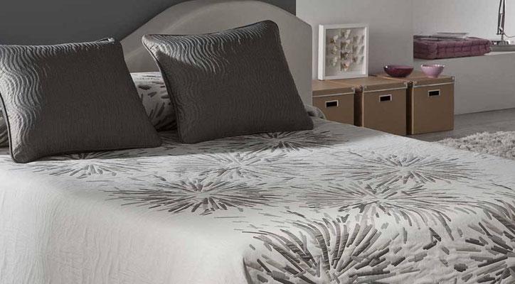 Colcha Pique Reversible Modelo Soho (Disponible en (Gris, Azul y Fucsia) Medidas y precios disponibles para camas de: 135cm (89€) 150cm (93€) 180cm (99€)