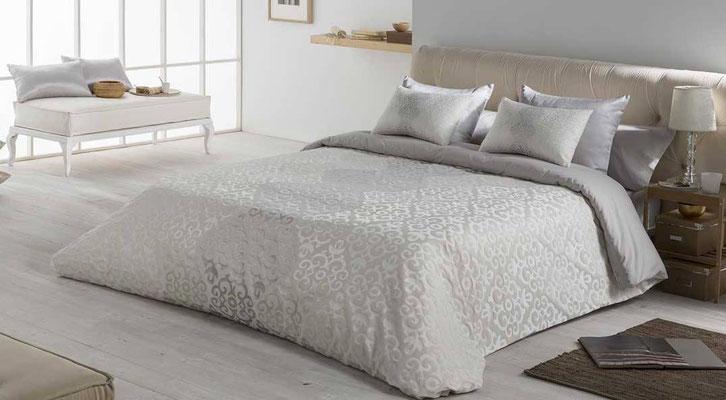Funda Nordica Jacquard Modelo Bellini (Disponible en Plata y Oro) Tambien en Bouti y Colcha Edredon. Medidas y precios disponibles para camas de: 90cm (109€) 105cm (99€) 135cm (109€) 150cm (112€) 180cm (125€)