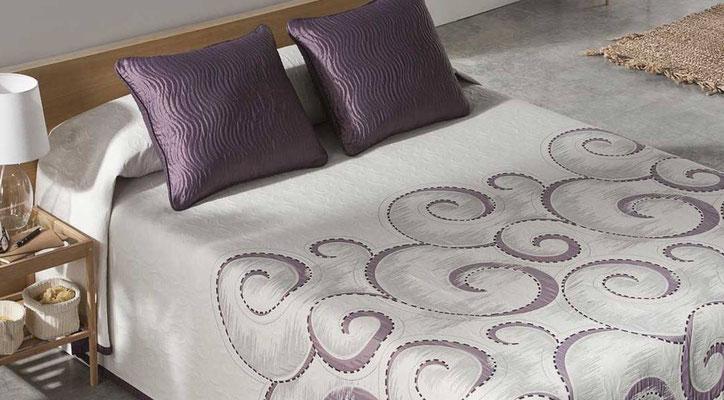 Colcha Pique Reversible Modelo Atica (Disponible en (Fucsia, Azul y Beig) Medidas y precios disponibles para camas de: 90cm (95€) 105cm (96€) 135cm (97€) 150cm (98€) 180cm (99€)