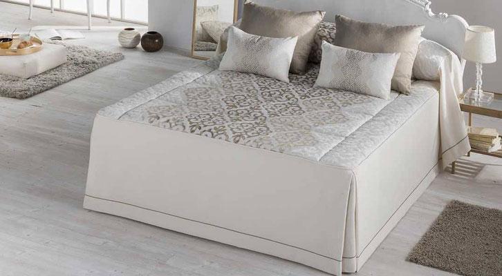 Colcha Edredon Jacquard Modelo Bellini (Disponible en Oro y Plata) Tambien en Funda Nordica y Bouti. Medidas y precios disponibles para camas de: 90cm (136€) 105cm (137€) 135cm (138€) 150cm (139€) 180cm (155€)
