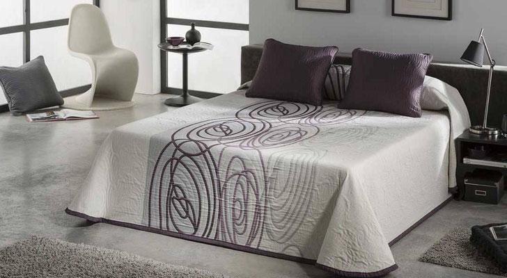 Colcha Pique Reversible Modelo Visual (Disponible en (Fucsia y Azul) Medidas y precios disponibles para camas de: 135cm (89€) 150cm (93€) 180cm (99€)