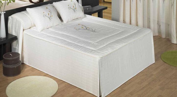 Colcha Edredon Modelo Noa Bordado (Color Unico). Medidas y precios disponibles para camas de: 90cm (103€) 105cm (107€) 135cm (116€) 150cm (120€)