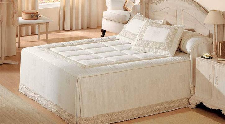 Colcha Edredon Modelo Zinia con Puntilla(Color Unico). Medidas y precios disponibles para camas de: 90cm (234€) 105cm (239€) 135cm (249€) 150cm (256€) 180cm (272€)