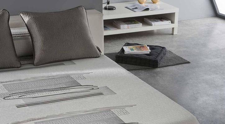 Colcha Pique Reversible Modelo Ados (Disponible en (Gris, Azul y Fucsia) Medidas y precios disponibles para camas de: 135cm (89€) 150cm (93€) 180cm (99€)