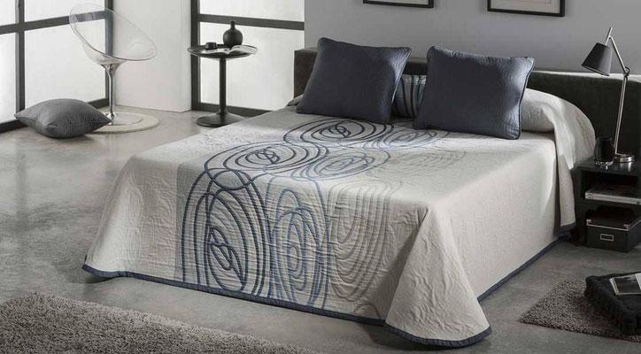 Colcha Pique Reversible Modelo Visual (Disponible en (Azul y Fucsia) Medidas y precios disponibles para camas de: 135cm (89€) 150cm (93€) 180cm (99€)