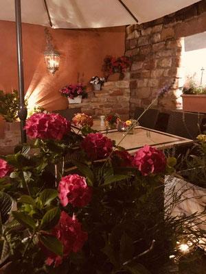 Biergarten und Gartenterrasse im Filou Heppenheim