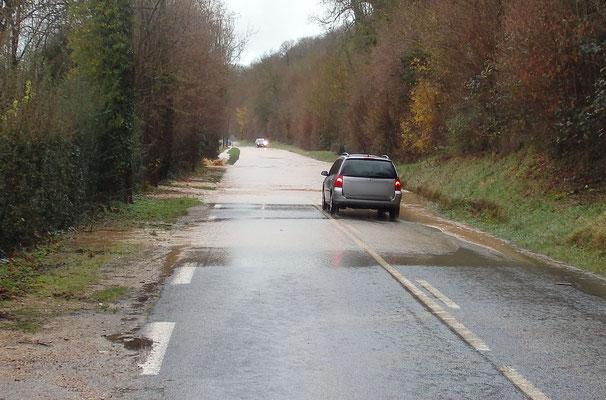 Voirie inondée - Ouville-la-Rivière