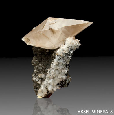 SOLD - AM208 - Calcite - Fengjiachan Mine, Daye Co., Huangshi, Hubei, Chine - 79 x 65mm