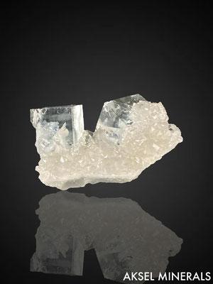 AM839 - Fluorite sur Quartz - Marsanges Mine, Marsanges, Langeac, Brioude, Haute-Loire, Auvergne-Rhône-Alpes, France - 35x20mm