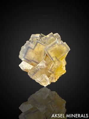 AM840 - Fluorite pixel heart bleu - La Barre Mine, Saint-Jacques-D'Ambur, Riom, Puy-de-Dôme, Auvergne-Rhône-Alpes, France - 30x28mm