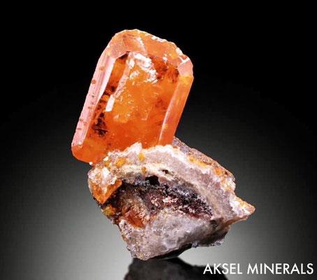AM856 - Wulfenite - Red Cloud Mine, Silver Mining District, La Paz Co., Arizona, USA - 25x15mm