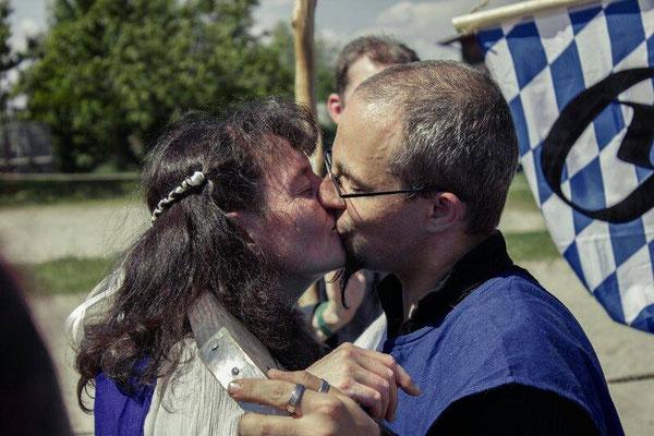 Der erste Kuss nach dem Ja-Wort