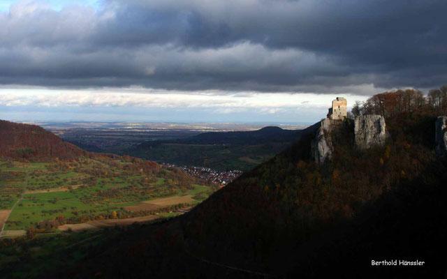 Die Ruine Reußenstein liegt an der Kreisgrenze - hier mit Blick ins Neidlinger Tal