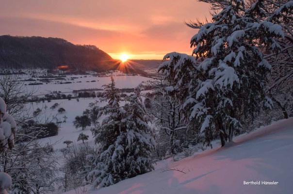 Sonnenaufgang am Hexensattel mit Blick zur Hausener Wand