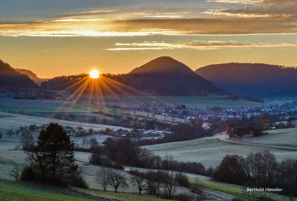 November 2020 - Sonnenaufgang bei Reichenbach mit Blick zum Weigoldberg