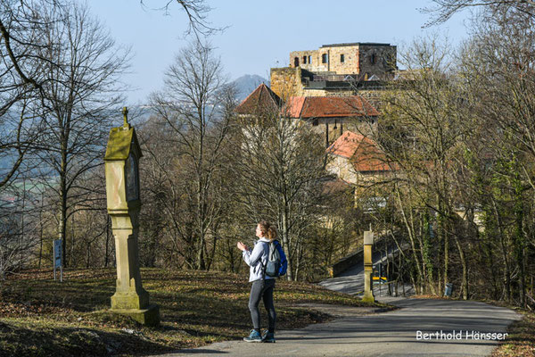 Februar 2021, Ruine Hohenrechberg und Kreuzweg hoch zur Kirche