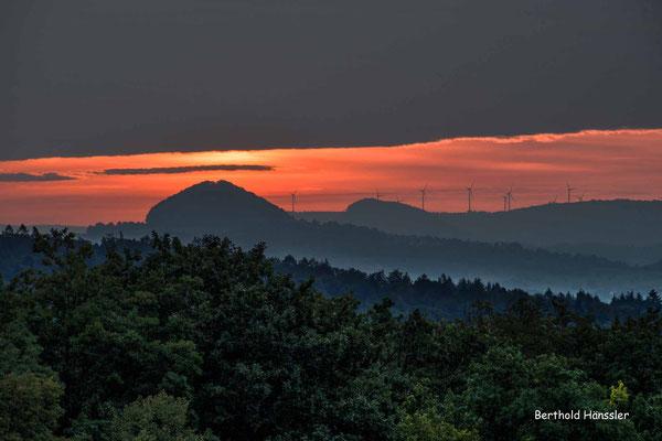 September 2020, Sonnenaufgang vom Aussichtspunkt in Diegelsberg, mit Hohenstaufen und Stuifen