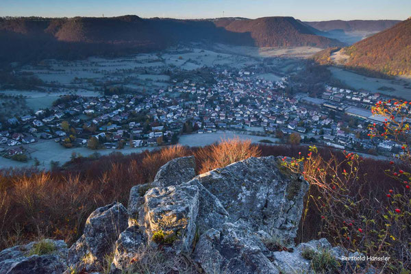 Einen schönen Blick hat man vom Kahlenstein bei Türkheim ins Obere Filstal