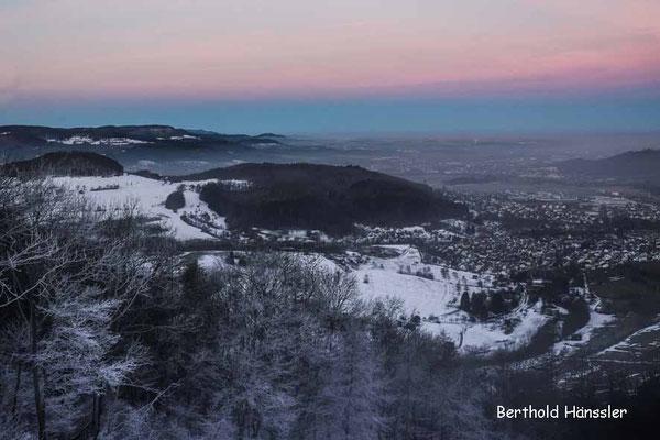 Weit reicht der Blick vom Messelberg über Donzdorf ins Filstal