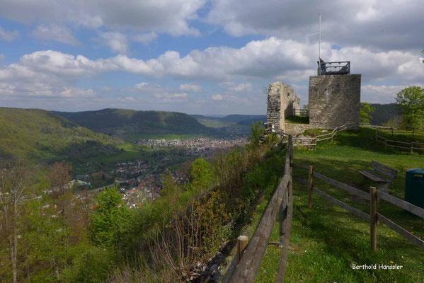 Blick über die Ruine Hiltenburg ins Obere Filstal