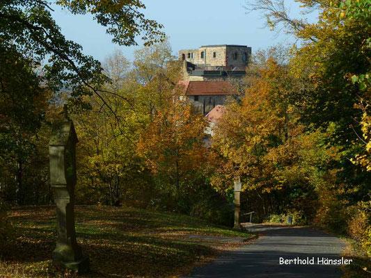 Ruine Hohenrechberg und Kreuzweg hoch zur Kirche