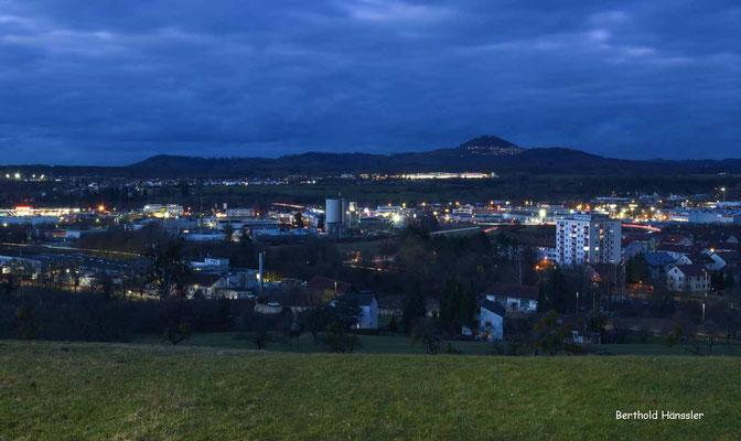 Holzheim - mit Blick über Göppingen zum Hohenstaufen