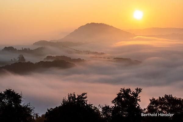 August 2021, Blick zum Rechberg kurz nach Sonnenaufgang
