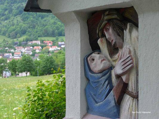 Kreuzweg hoch zur Wallfahrtskirche Ave Maria