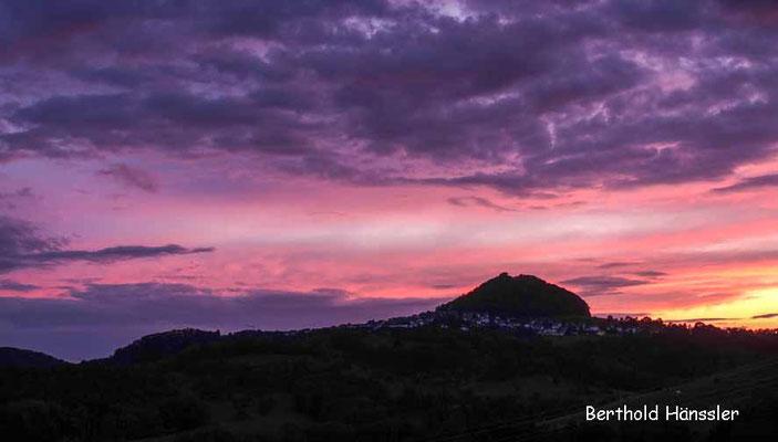 Sonnenuntergang hinter dem Hohenstaufen