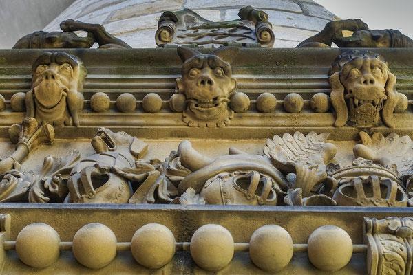 Figuren am Portal vom Schloss