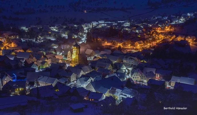 Winterliches Unterböhringen mit der evangelischen Kirche - die einzige Kirche mit Zwiebelturm im Kreis Göppingen