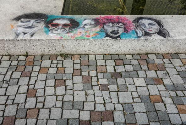 Malerei am Brunnen beim Schlossplatz
