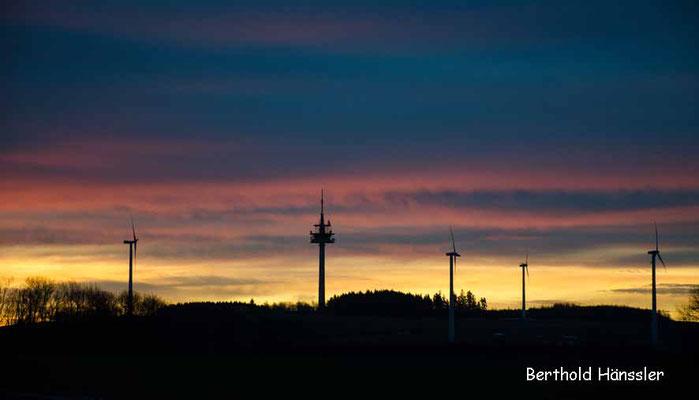 Die neuen Wahrzeichen der Alb - Windkrafträder bei Stötten